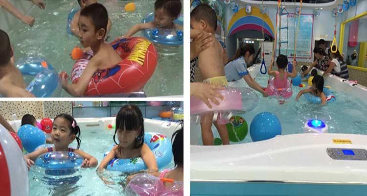 大家都知道游泳对婴幼儿的益处,可以提高孩子的呼吸系统功、帮助孩子增加大脑的反应能力、提高孩子的免疫能力,总之游泳对婴幼儿的好处多多,所以许多年轻父母都喜欢带孩子去游泳馆,但是什么样的游泳馆才能让家长放心呢,这就要从游泳馆的装修重点说起了。 游泳馆的装修安全放心,那么家长才愿意带孩子来。游泳馆的装修重中之重就是保证安全了,由于婴儿游泳馆内湿度大,婴儿游泳馆的电线应作埋入式,所有的金属部件和装置均应接地,灯、热水炉必须接线至装了保险线的插座,并尽量远离婴儿游泳池。确保不会有触电的现象的发生。 婴儿游泳馆设备不