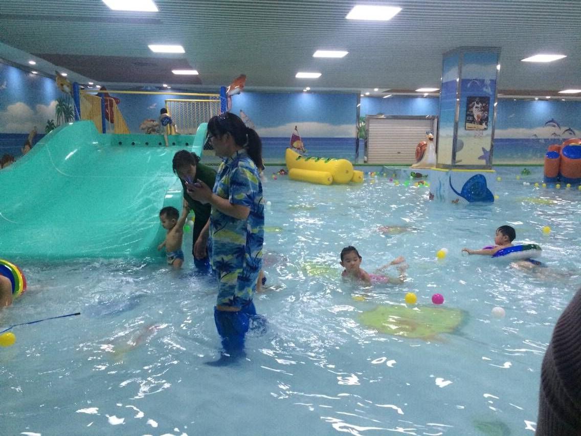 室内儿童水上乐园加盟品牌怎么选?_开心岛婴儿游泳馆